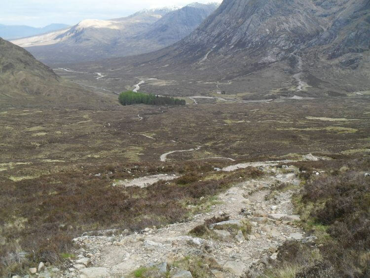 Blick zurück, etwa 50 hm vor dem Pass. Unten beim Wäldchen ist der Einstieg in des Teufels Treppe.