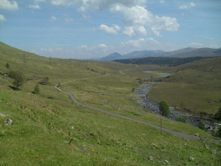 Blick zurück vom Loch Quoich Damm.<br> Hier stoße ich zum ersten Mal auf die Cape-Wrath-Route von 13FM, der von Süden her Knoydart durchquerte, eine der wilden Regionen der Highlands