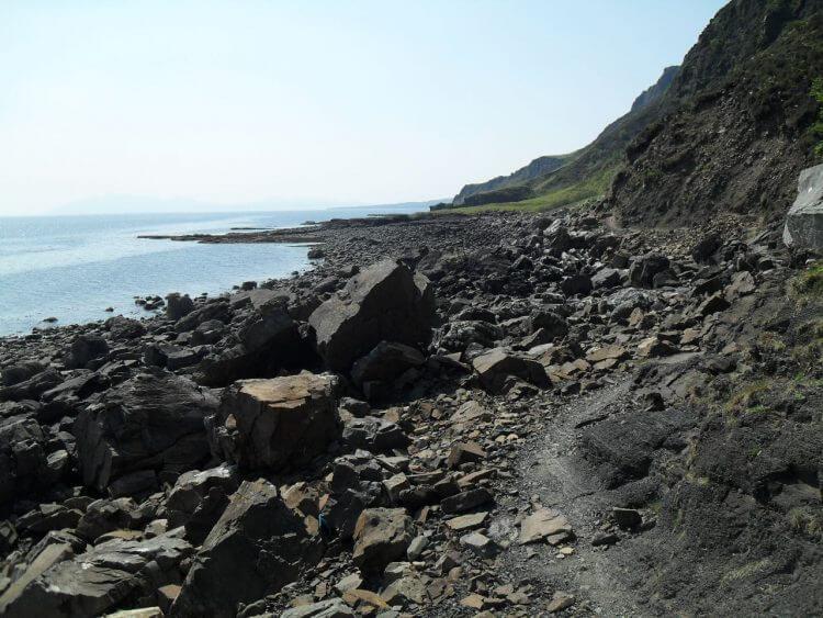 Weiter geht der Wanderweg etwa 2 km entlang der Steilküste. Nur zum Teil fahrbar, aber sehr abwechslungsreich