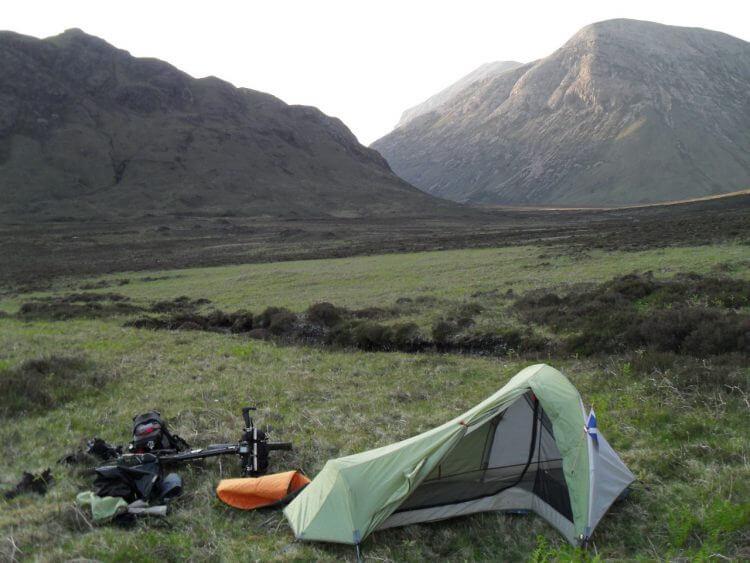 Das ist ein traumhafter Platz für Wildcamping, also gebe ich mein Vorhaben auf und bleibe hier