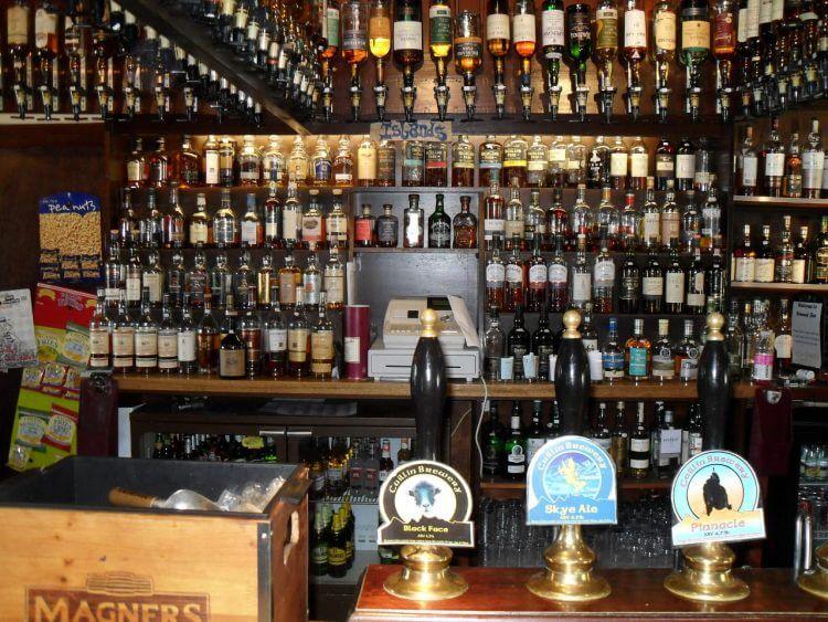 Ein Drittel des Whisky-Sortiments.<br> Warum habe ich hier eigentlich kein Panoramafoto gemacht?