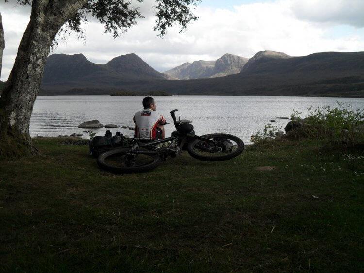 """<small>""""...i dearly lue the west...""""</small> <br/><br/> Loch Lurgainn. Hier gab es die einzigen paar Regentropfen der ganzen Tour."""