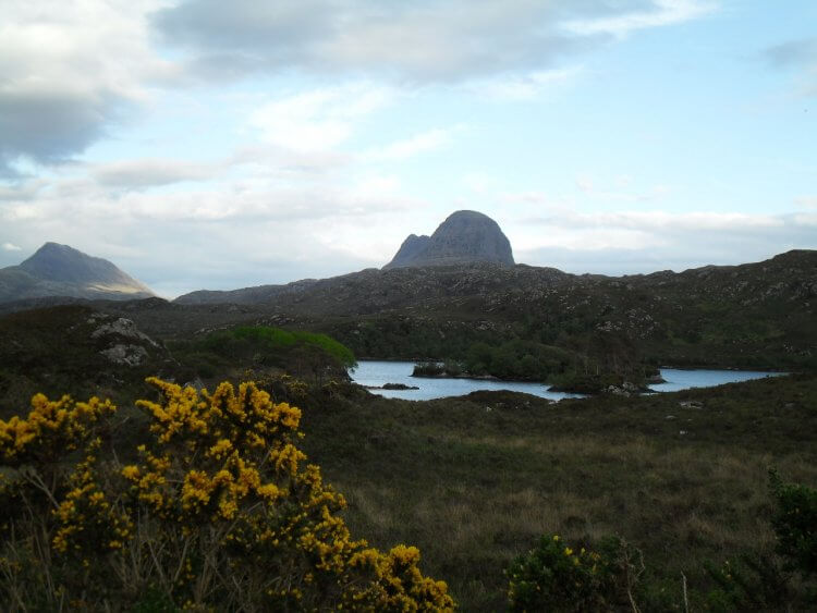 "<small>""...your gentle gale ower muir and dale..."" </small> <br/><br/> Loch Bad na Múirichinn und Suilven"