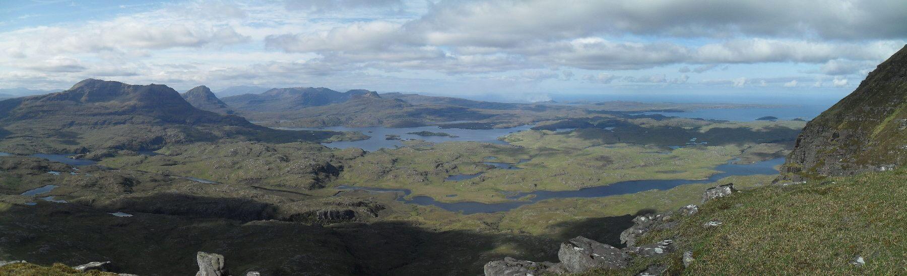 Blick nach Süden. In der Mitte der Stac Pollaidh, links der Cùl Mòr