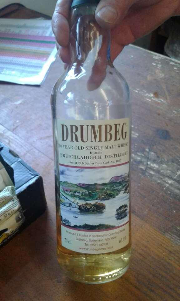 aber ein wönziger Schlock des Drumbeg-Whiskys in Faßstärke muß natürlich probiert werden