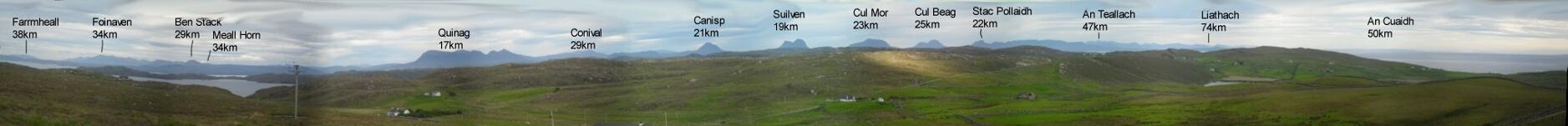 Kurz hinter Clashnessie mache ich einen Abstecher zum Stoer Lighthouse (14km hin und zurück). Unterwegs bietet sich dieses 180°-Panorama