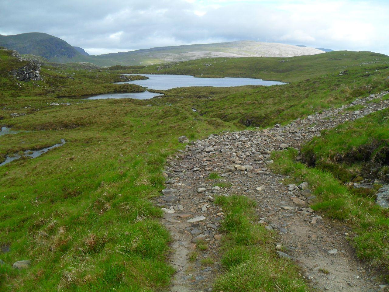 An dieser Stelle ist schon so mancher HTR-Fahrer falsch abgebogen, denn hier geht es nicht rechts weiter, sondern geradeaus, auf den berüchtigten <em>Lochan Sgeireach</em> Trail