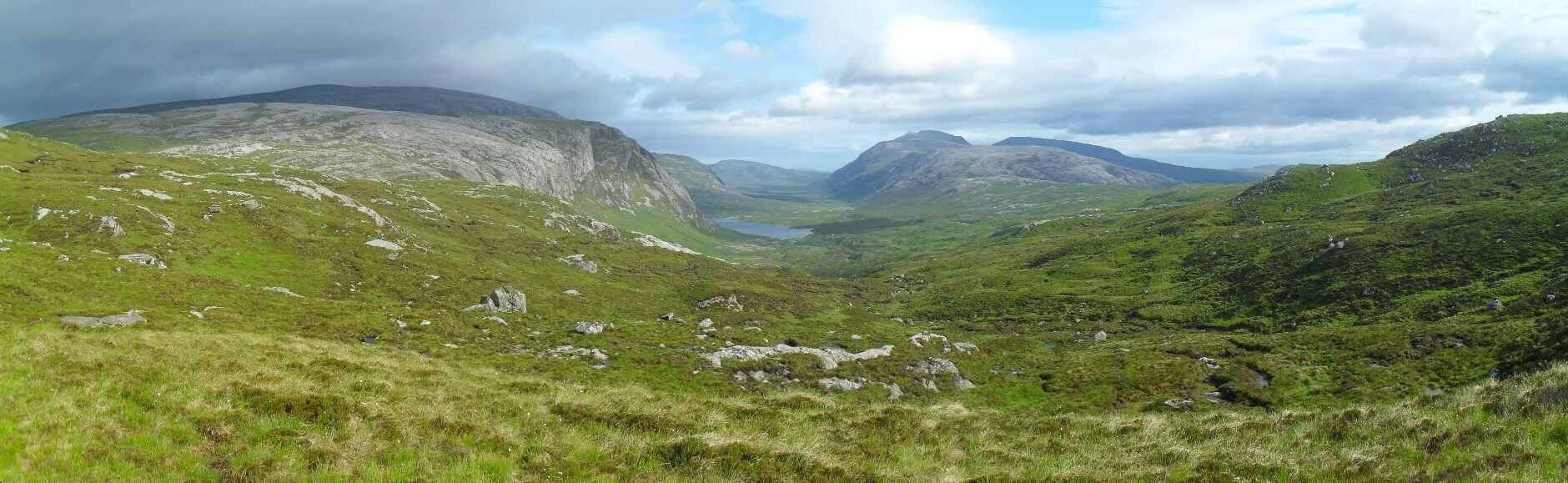 und mir würde das hier entgehen. Der Blick geht weit nach Norden auf Loch und Srath Dionard. Dieses Tal steht bei mir schon auf der Warteliste für eine Nord-Süd-Befahrung der Highlands